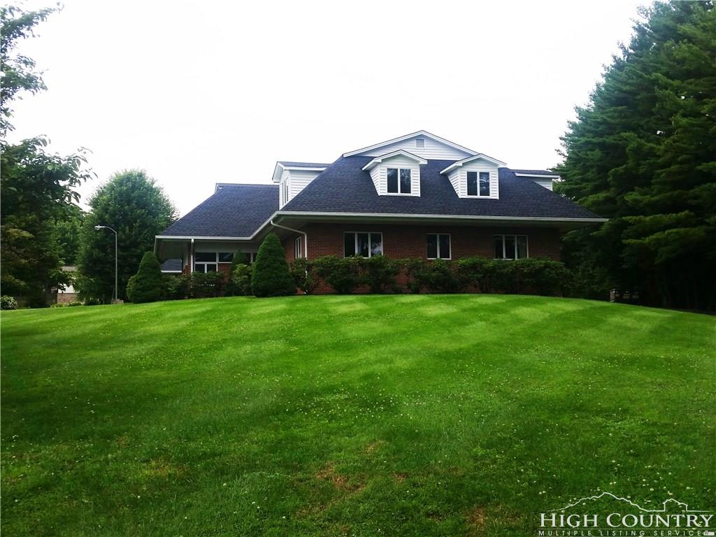 1015 State Farm Road,Boone,North Carolina 28607,2 BathroomsBathrooms,Office,State Farm Road,1009