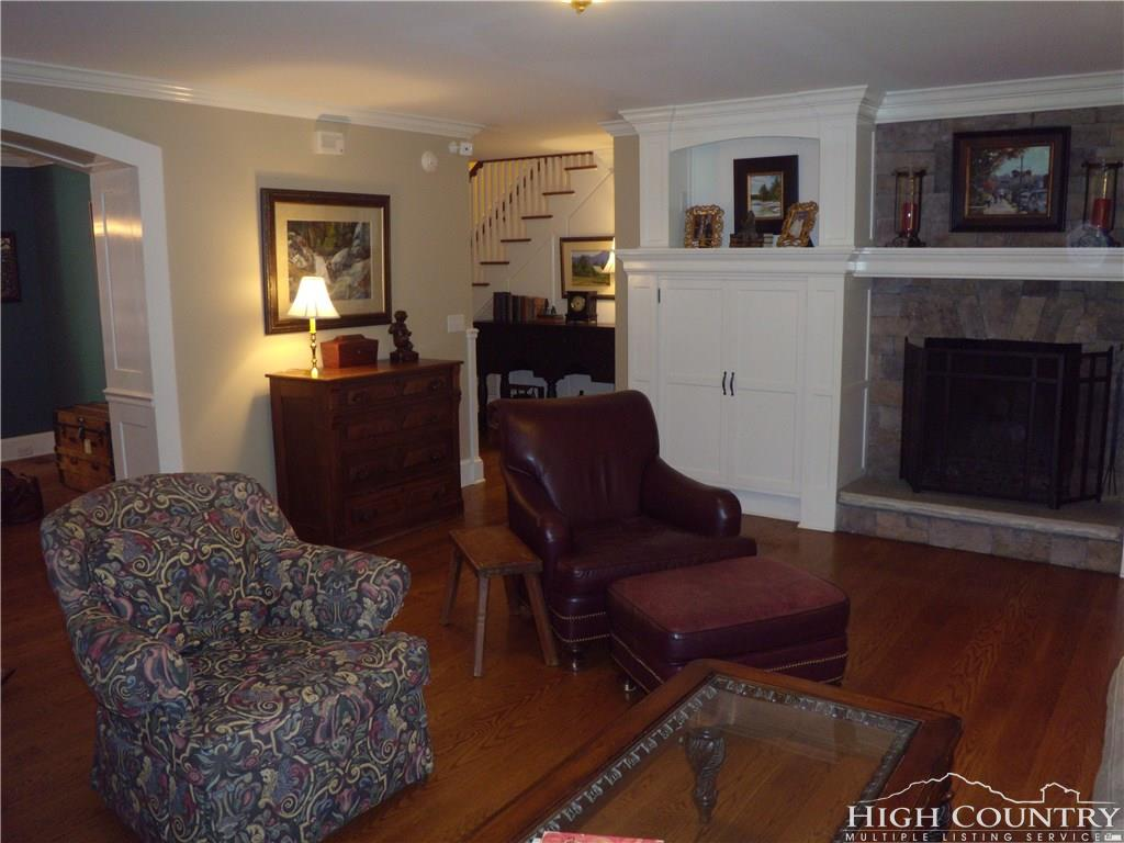 191 Chestnut Drive,Blowing Rock,North Carolina 28605,3 Bedrooms Bedrooms,2 BathroomsBathrooms,Single Family Home,Chestnut Drive,1034
